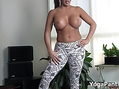 Alexis Well forth in her sexy yoga pants