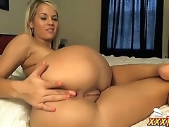 Pretty Blonde With Big Ass Masturbating ★ xxxTurn.com